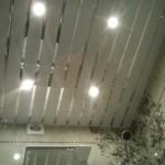 устройство  реечного подвесного потолка с подсветкой