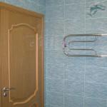 установка входной двери в ванную комнату